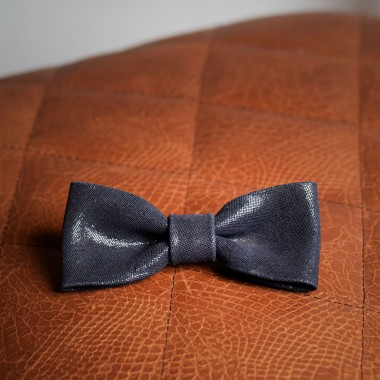 Shiny blue leather bow tie - product image