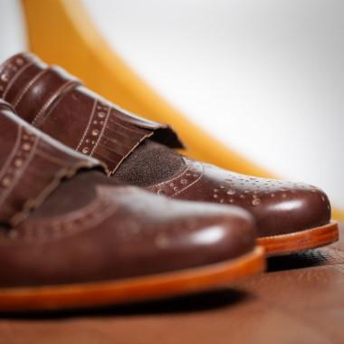 Καφέ δερμάτινα παπούτσια με φράντζα - product image