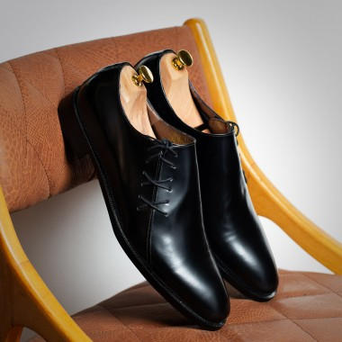 Black leather shoes - product image